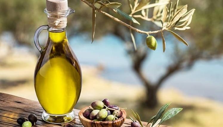 ¿Sabes cuánto cuesta un litro de aceite de oliva en Francia? ¿Quieres exportar aceite a Francia? Descubre esta guía rápida